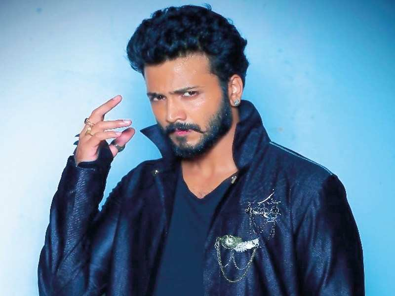 Vijay Suriya sheds lover-boy look, for massy makeover