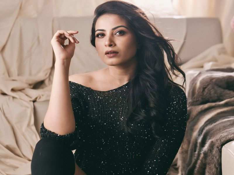 Kavya Shetty's first special number is with Puneeth Rajkumar in his introduction song for Yuvarathnaa
