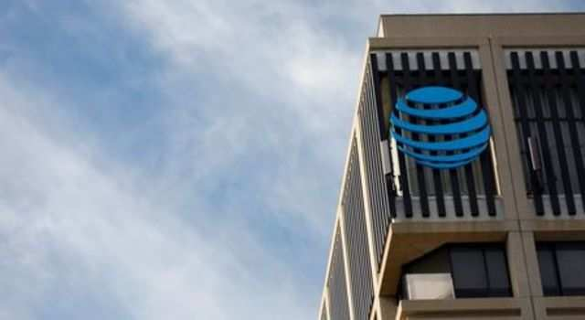 AT&T considers cellphone plans subsidized by ads