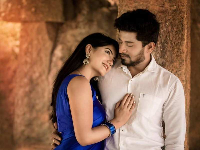 Nammane Yuvarani actress Kavya enjoys a romantic date with hubby Mahadev on their wedding anniversary