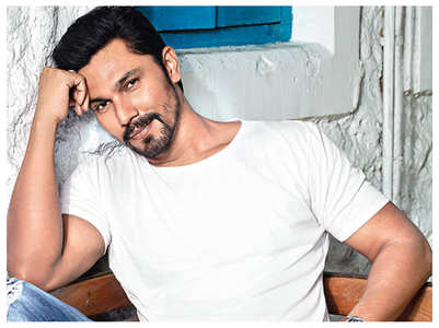 Randeep Hooda's intense workout at home