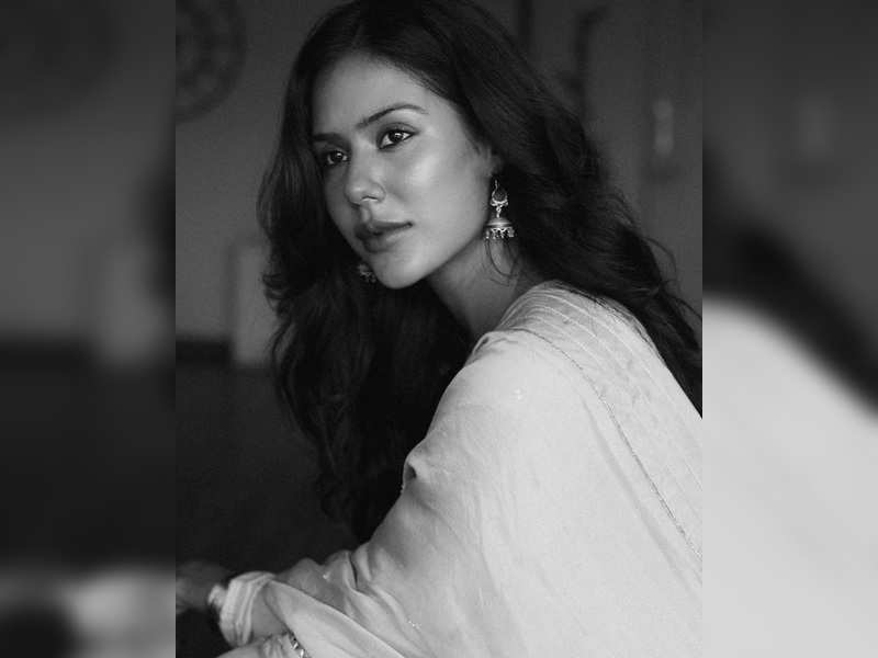 Watch: Sonam Bajwa shares a video in support of the farmers; says have seen their journey up close