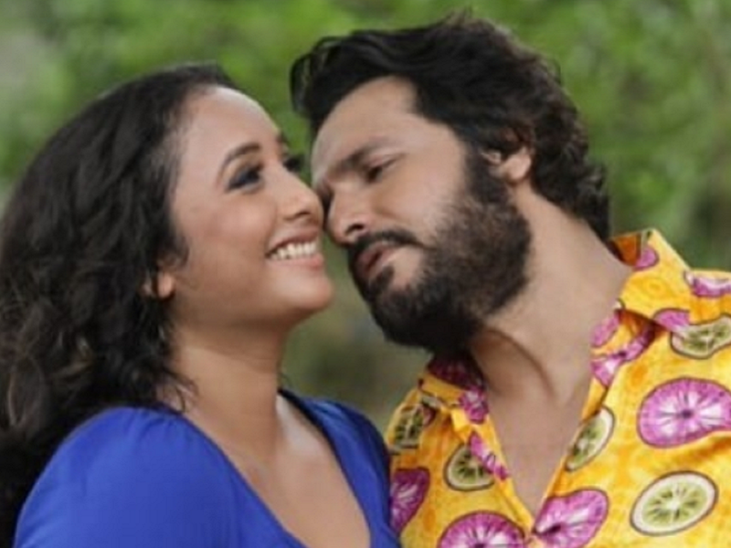 Vinay Anand and Rani Chatterjee look amazing together in the teaser of 'Aapan Goan Dikhada'