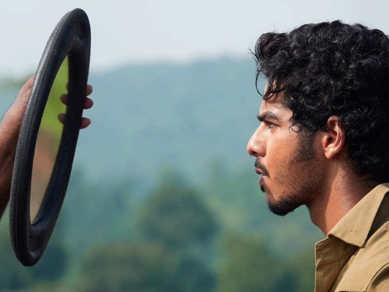 'Khaali Peeli': Ishaan Khatter's photo from his 'taxi diaries' is all things cool and candid