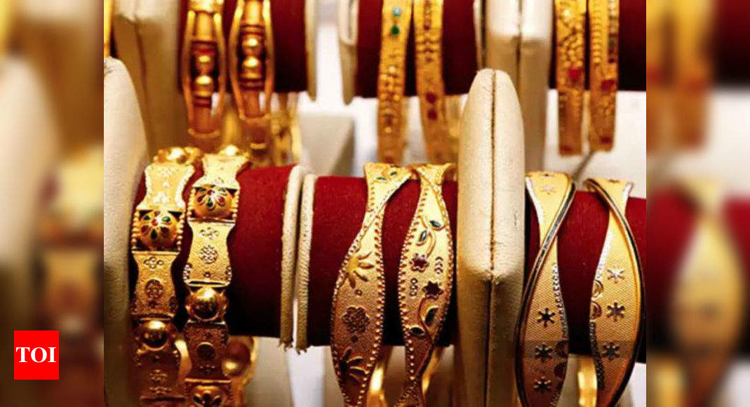 Gold dealers bank on festivals for customers