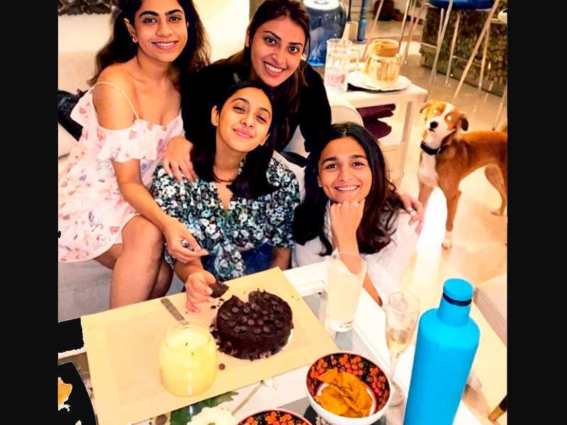 Friendship goals: Alia Bhatt records the cake cutting video of BFF Akansha Ranjan Kapoor