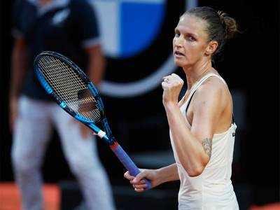 Halep wins in Rome after Pliskova retires