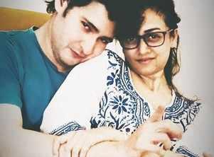 Mahesh Babu cuddles up to Namrata Shirodkar in this adorable pic