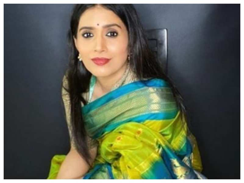 Sonali Kulkarni looks elegant and royal in this Paithani saree; see pics