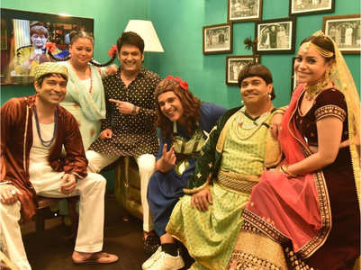 Kapil shares BTS pic with his cast of TKSS