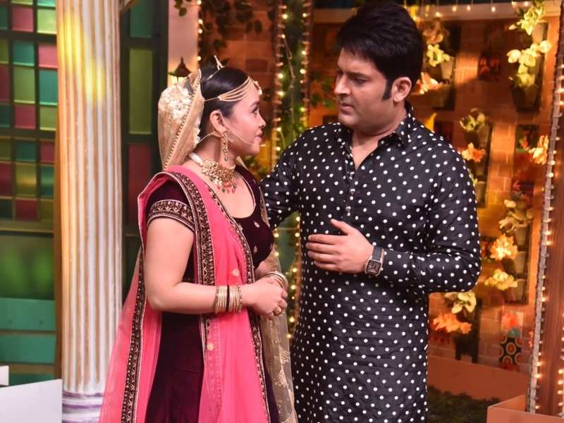 Kapil Sharma tries to please an upset Sumona Chakravarti; she tells him, 'Can never be serious with you'