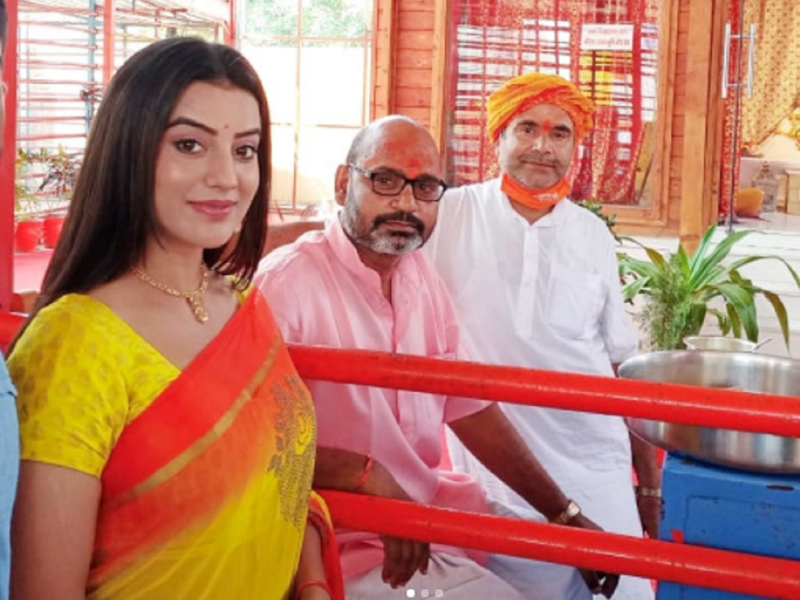 Photos: Bhojpuri actress Akshara Singh visits Ayodhya Temple