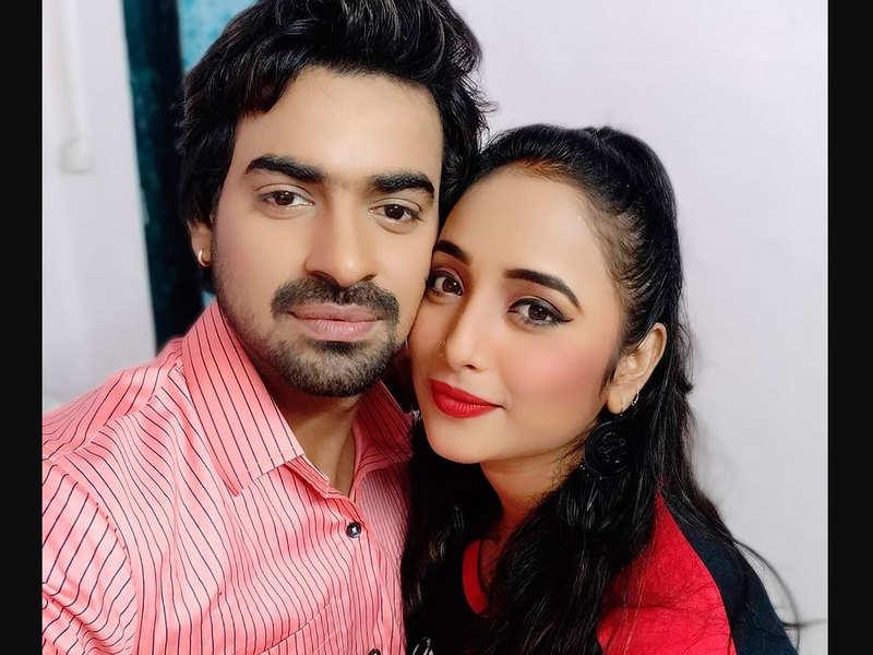 Rani Chatterjee shares a cute selfie with co-star Aditya Ojha