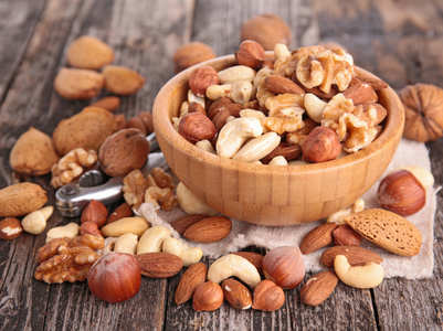 Roasted vs raw nuts: Which is more nutritious?