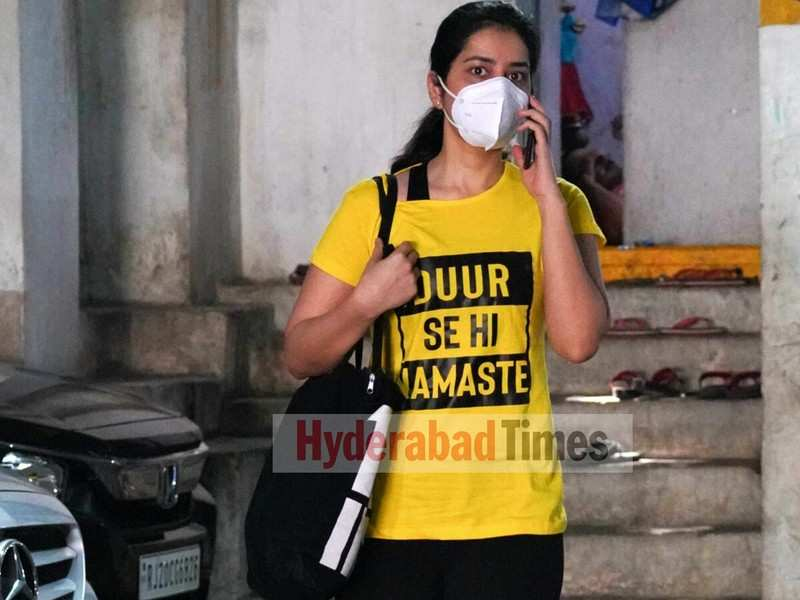 Spotted: Raashi Khanna's tee shirt at the gym is all things pandemic
