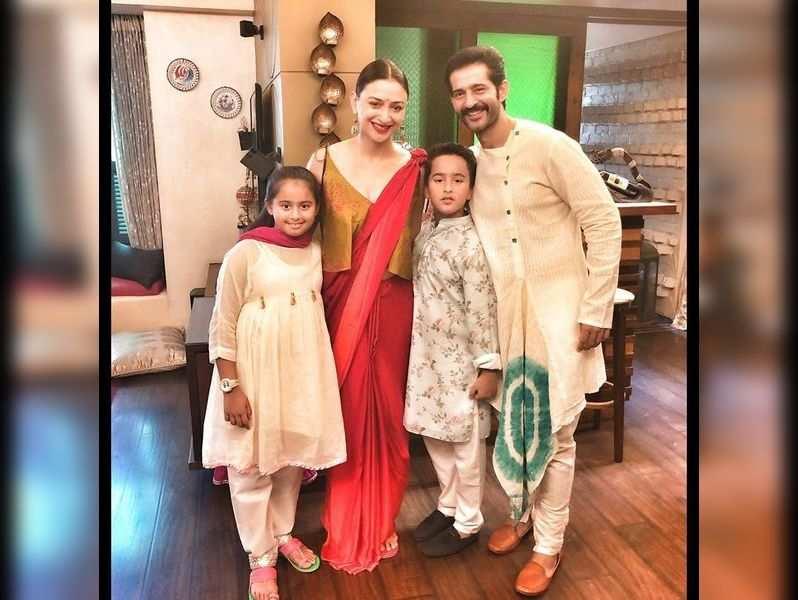 Hiten Tejwani with his wife Gauri and kids Katya and Neevan