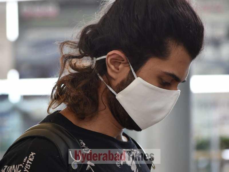 Spotted: Vijay Deverakonda looks ekdum jhakaas as he arrives at the airport