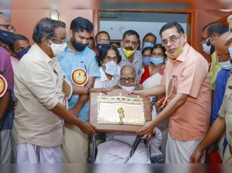Renowned poet Akkitham Achuthan Namboothiri receives Jnanpith Award from Kerala Cultural Minister AK Balan (L) at his residence at Kumaranallur in Palakkad.Photo) (