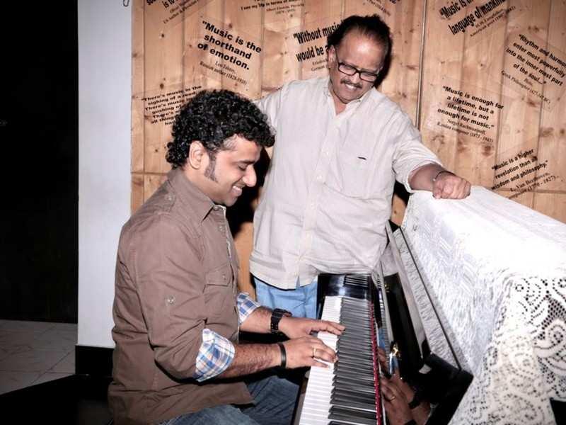 SP Balasubrahmanyam's funeral begins; music composer Devi Sri Prasad attends