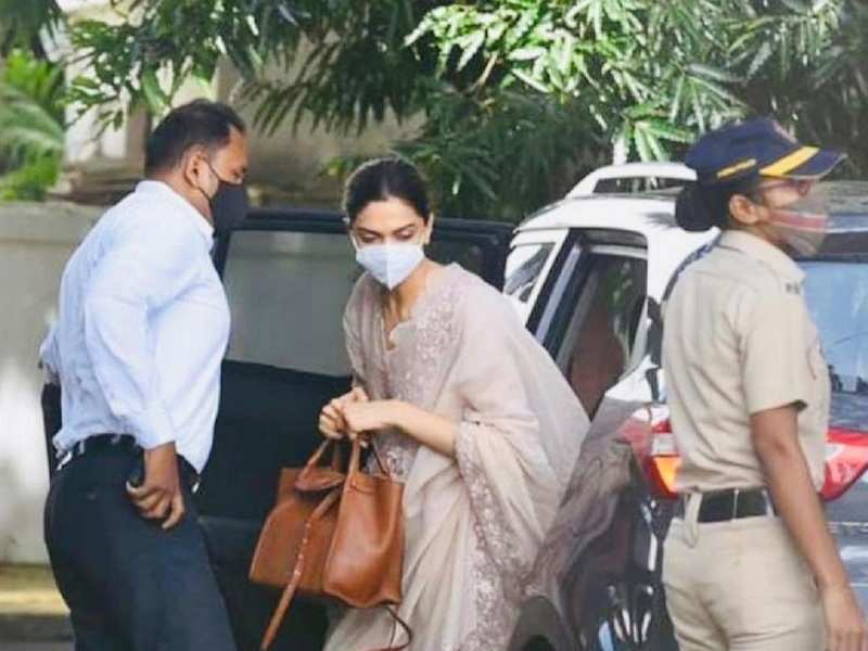 Deepika Padukone questioned by NCB in drugs case | Hindi Movie News - Times  of India