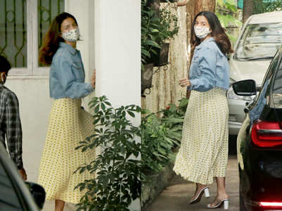 Pics: Alia snapped outside a dubbing studio