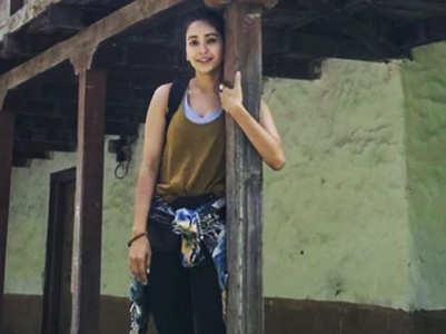 Asha Negi shuts a troll in style