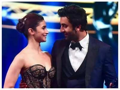 Alia shares glimpse of Ranbir's b'day bash