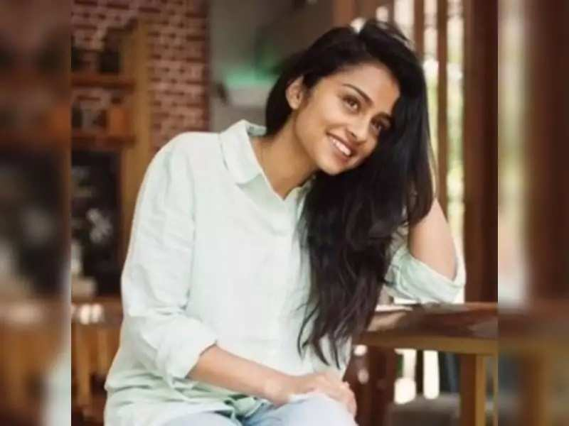 Pragathi's reply to a question on Ashok Selvan