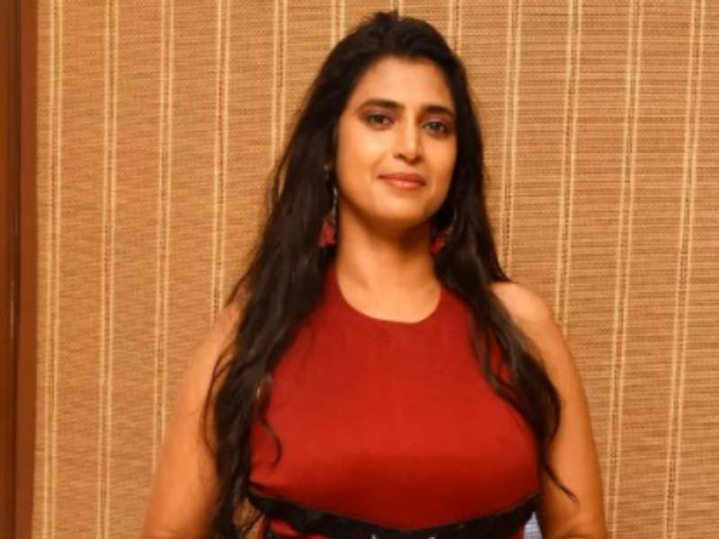 TV Channel responds to Kasthuri's claim of payment delay for Bigg Boss Tamil 3