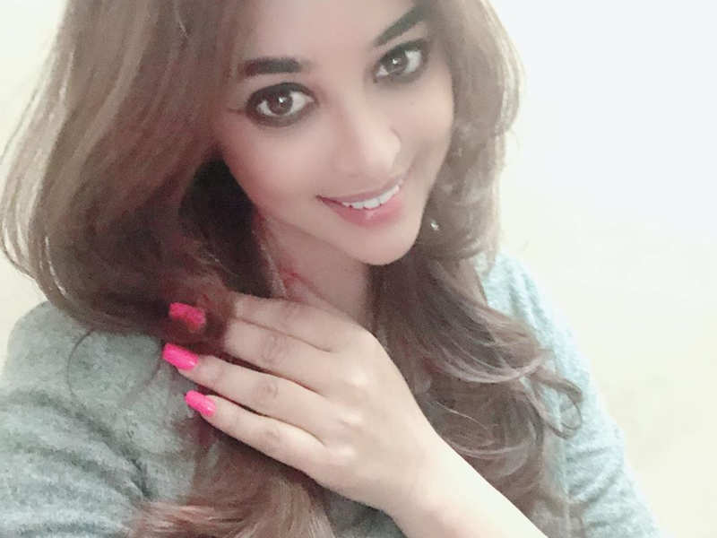 Payal Ghosh posts a happy selfie after demanding a lie detector test for Anurag Kashyap