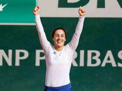 Poland's Swiatek in French Open tennis quarterfinal after crushing Halep