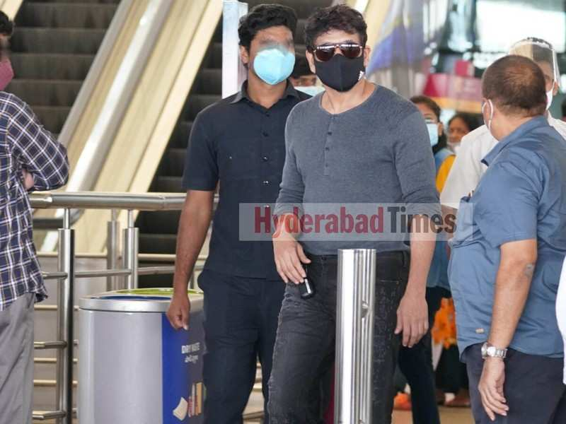 Spotted: Nagarjuna Akkineni looking stylish as ever as he returns back to the city
