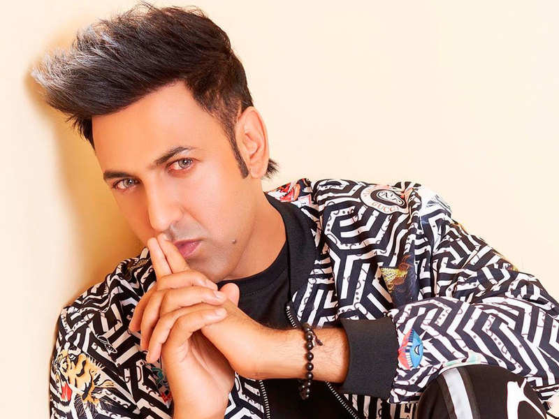 Did you know Gippy Grewal's 'Phulkari' was first recognized by a producer in a wedding function?