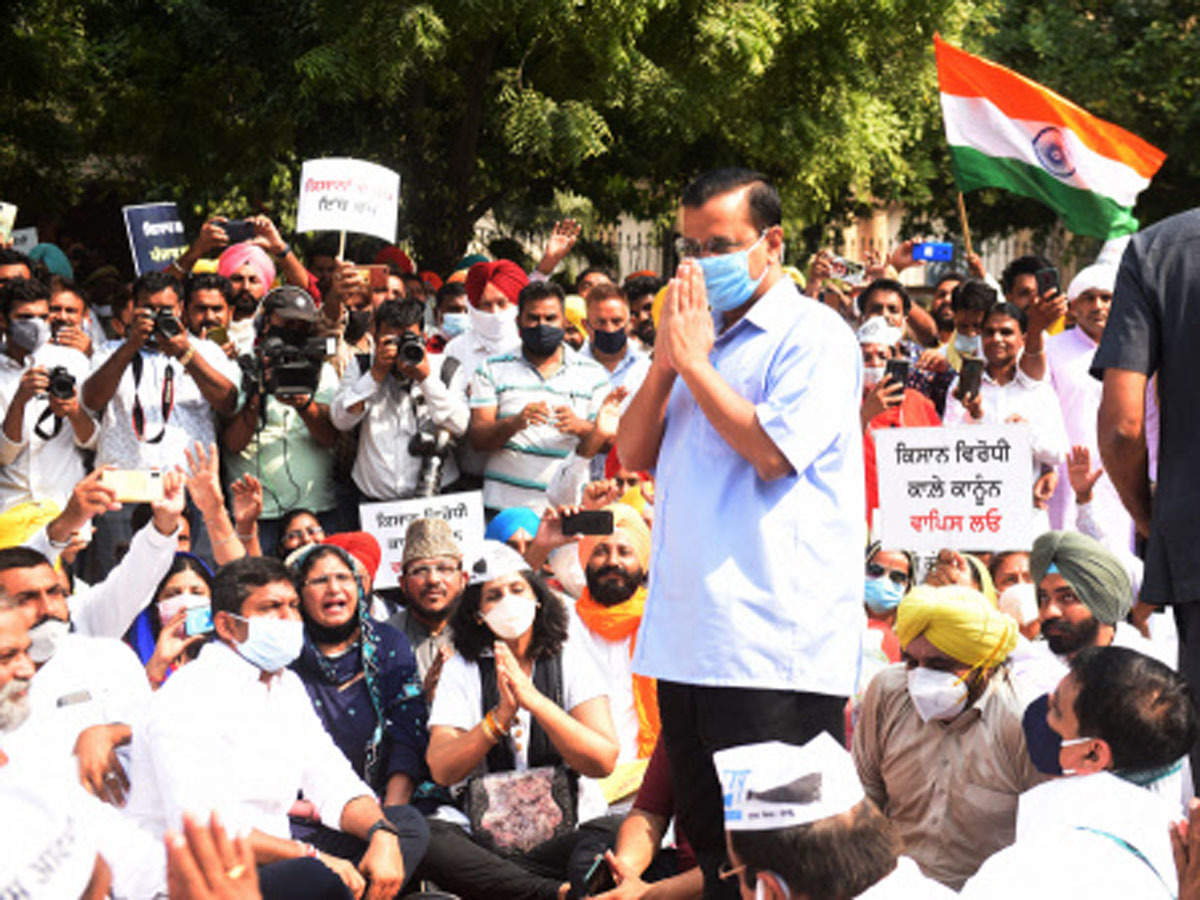 Delhi: Kejriwal joins anti-farm laws protest at Jantar Mantar, demands  rollback; AAP MP, workers detained   Delhi News - Times of India