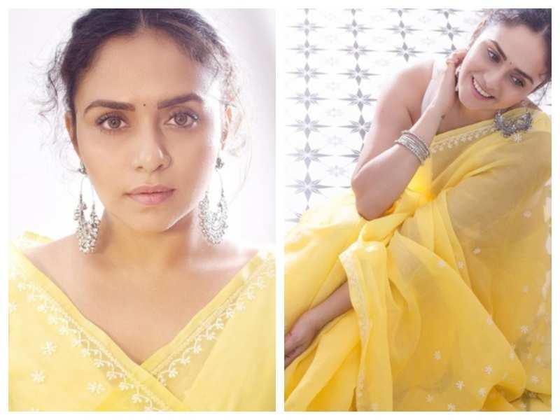 Amruta Khanvilkar looks ravishing in THIS yellow saree; see pics | Marathi Movie News - Times of India
