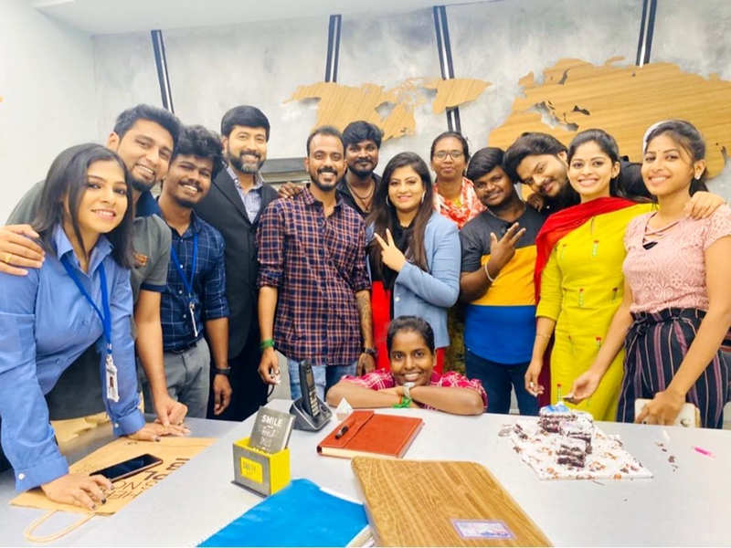 Neethane Enthan Ponvasantham crosses 100 episodes; Jai Akash, Dharshana Ashokan and Nivashini Divya thank fans (Photo - Instagram)