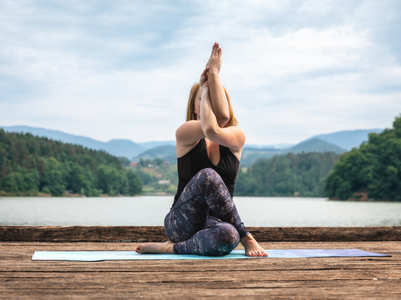5 upper body stretches to unwind after a long day of working in front of the computer