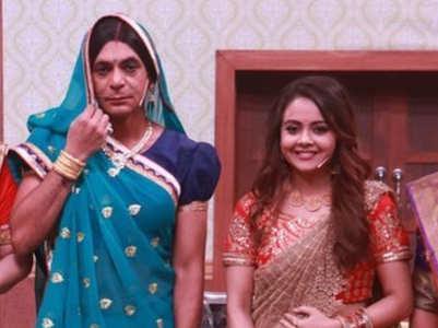PICS: When 'Gopi bahu' met 'Topi bahu'