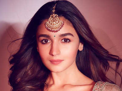 From saris to lehengas: 10 ethnic outfits of Alia Bhatt every bride needs to bookmark