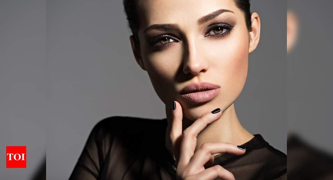 Nude make-up to gold smokey eyes, festive beauty trends to try!