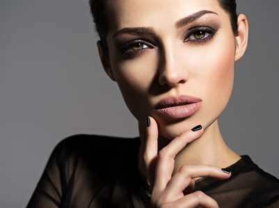 Nude make-up to gold smokey eyes: Festive beauty trends to try this season!