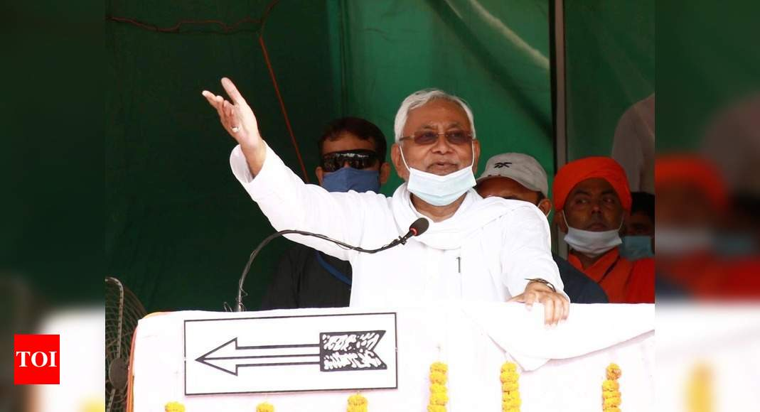Bihar polls: Nitish Kumar loses cool at election rally as crowd shouts slogans