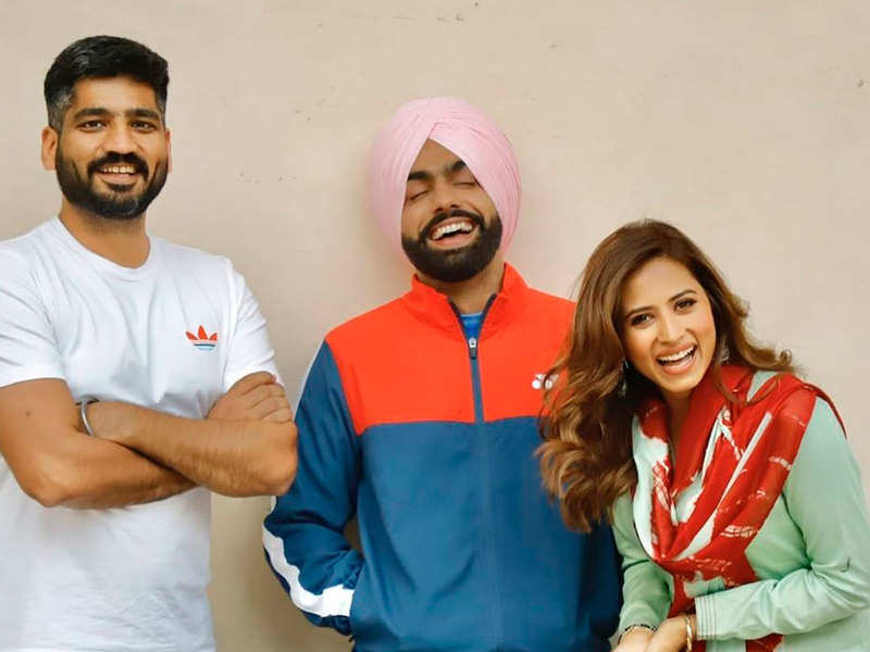Qismat 2: Ammy Virk, Sargun Mehta, and Jagdeep Sidhu pose for happy pictures