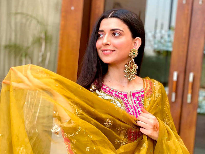 Did you know someone took the mike away from Nimrat Khaira's hand during a performance?