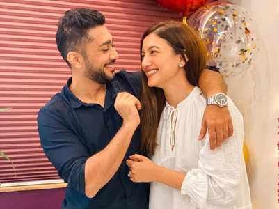 BB 14: Zaid welcomes gf Gauhar at home