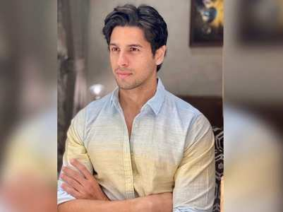Fans go gaga over Sidharth's latest picture