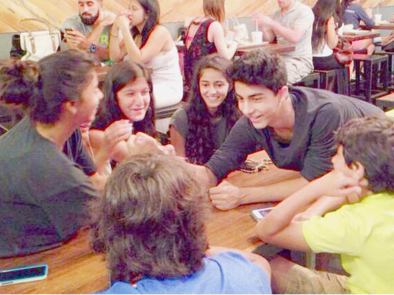 Throwback: When Ananya Panday, Suhana Khan, Aryan and Shanaya engaged in a playful banter