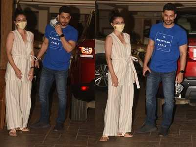 Pics: Kunal removes his mask for the paparazzi