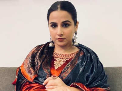 ​​Vidya Balan's red velvet kurta is perfect for your first Karwachauth