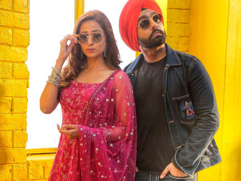 These pictures of Ammy Virk and Sargun Mehta prove that they are one of the most beautiful Pollywood couples